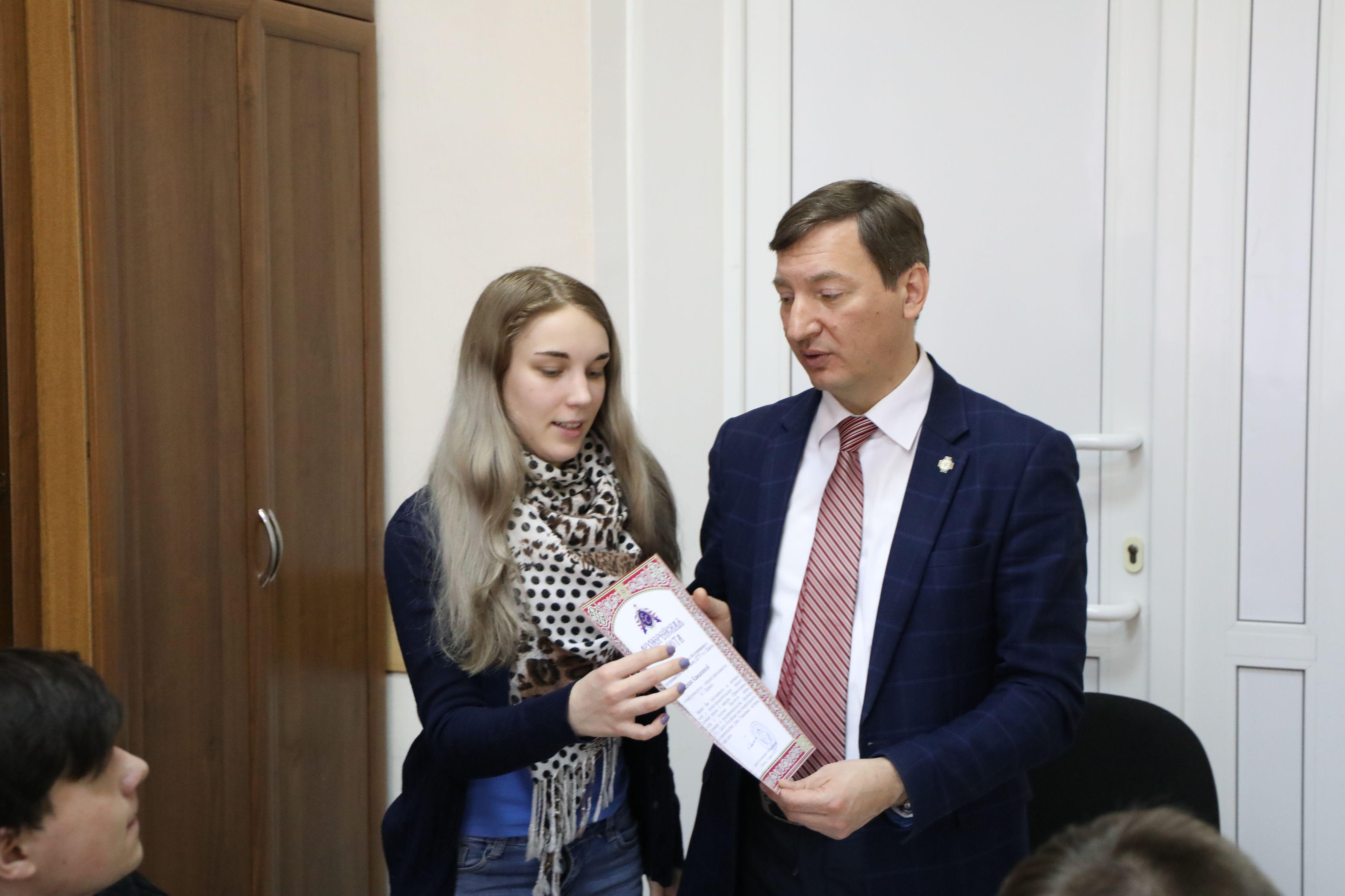 Саша шевкунов показал свой маленький член в мужской рубашке